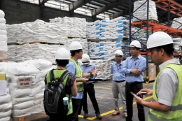 VinaCert implemented a assessment of animal feed regulation conformity certification at C.P Vietnam Corporation 's branch in Hai Duong