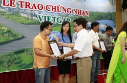 VinaCert issued VietGAP certificates for 40 livestock farms of C.P. Vietnam Corporation